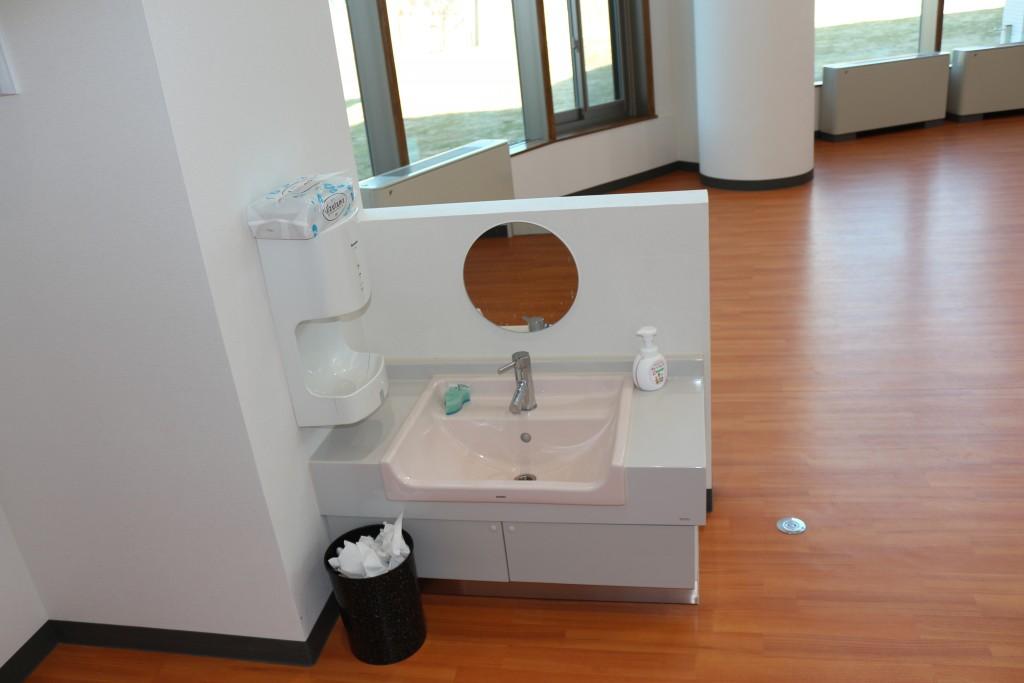 双葉保育園 ホール手洗い場
